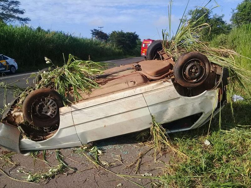 Capotamento deixa homem ferido na Rodovia Assis Chateaubriand em Martinópolis