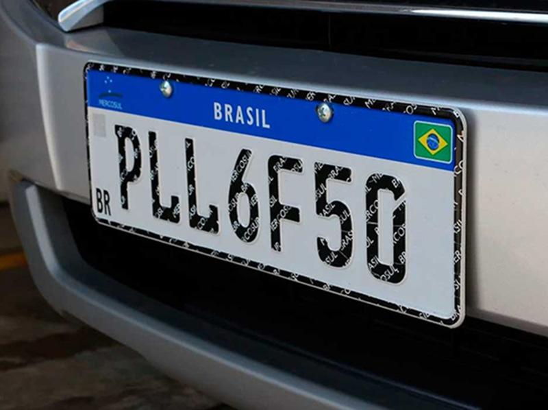 Placas de veículos no padrão Mercosul serão obrigatórias a partir do dia 31