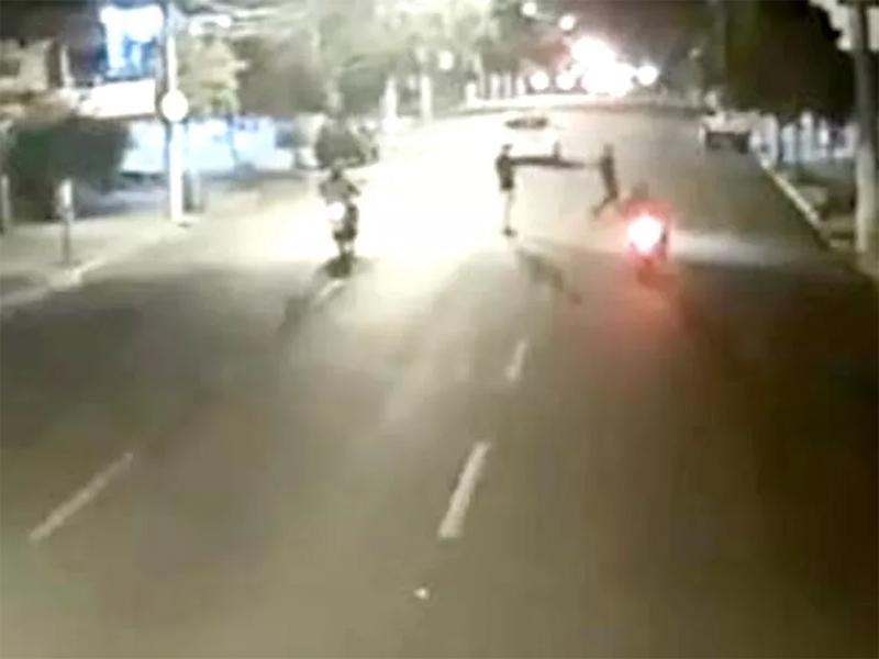 Motociclista atropela jovem em avenida no centro de Ourinhos