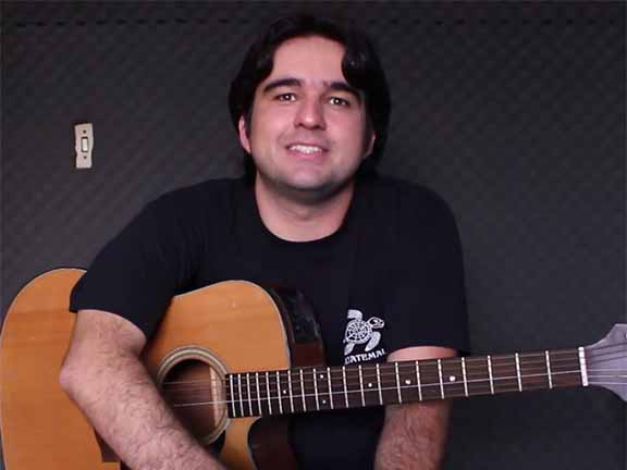 Tiago Abreu ensina a tocar La Bella Luna, dos Paralamas do Sucesso