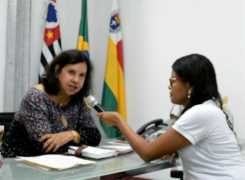 Uniformes escolares, tapa buracos, servidores – Almira fala dos primeiros 40 dias de governo