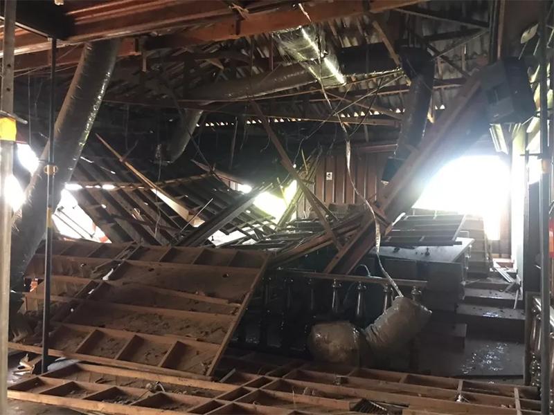 Câmara de Tupã aguarda vistoria para fazer remoção de escombros de forro que desabou no plenário