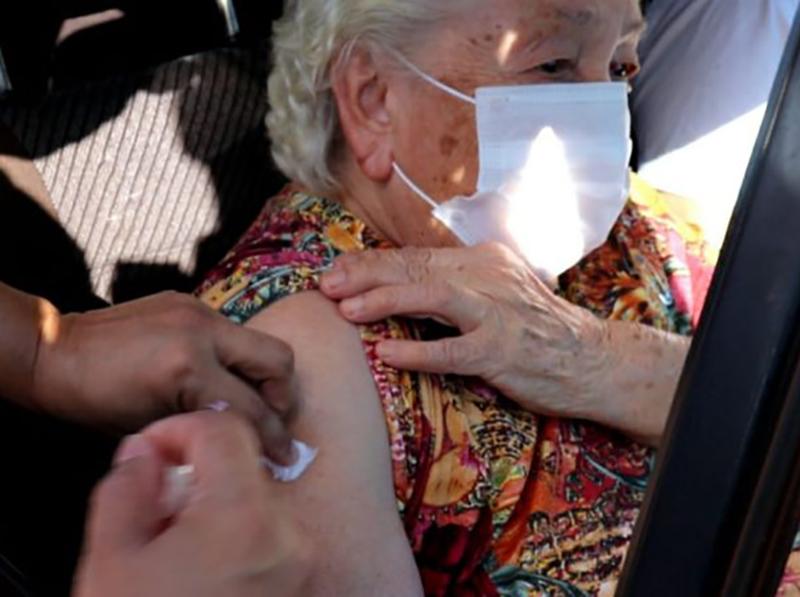 Idosos de 65 e 66 anos recebem a vacina contra Covid nesta terça em Paraguaçu