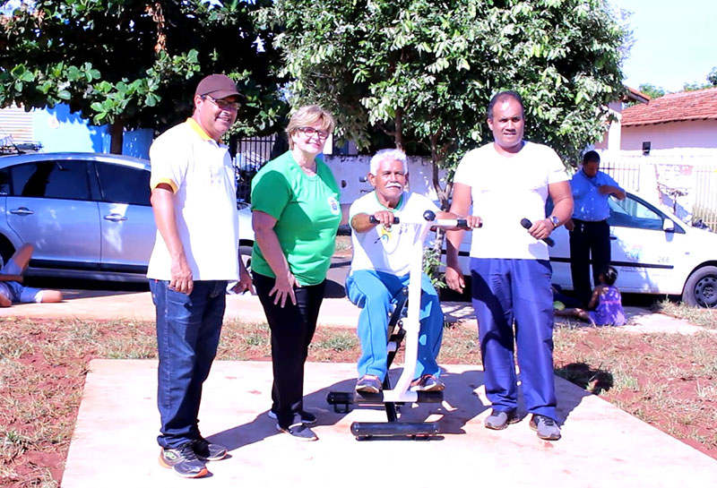 Academia ao ar livre da Vila Nova é entregue para a população