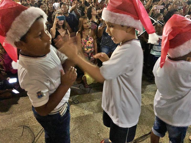 Com Praça da Matriz lotada, Cantata de Natal emociona