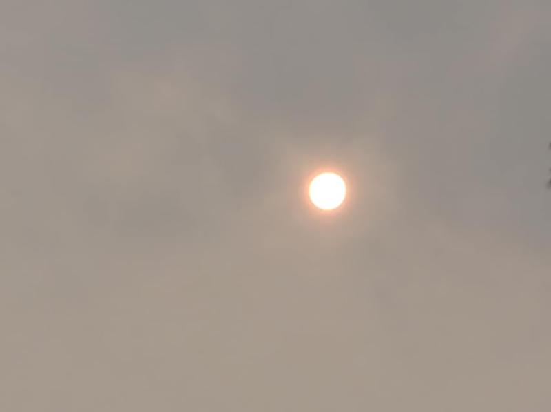 Sol avermelhado causa admiração em moradores de Paraguaçu Paulista