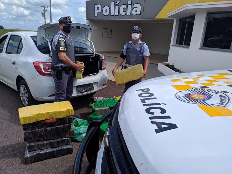 Carga de maconha é apreendida dentro de carro abordado na Rodovia Raposo Tavares, em Rancharia