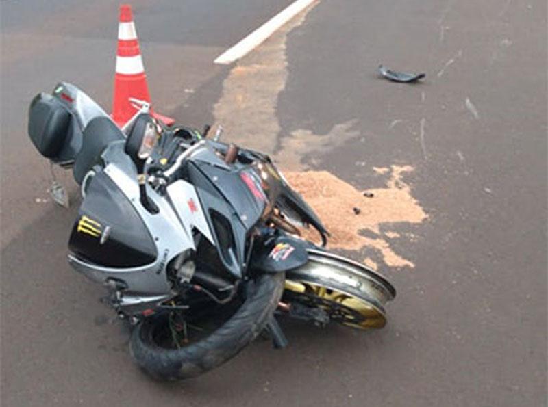 Motociclista fica ferido após se envolver em acidente na rodovia, em Maracaí