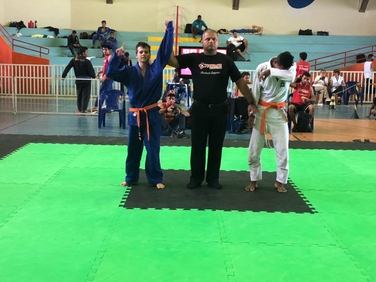 Paraguaçuense de 14 anos conquista 2 medalhas de ouro em disputa de jiu jistu em Adamantina