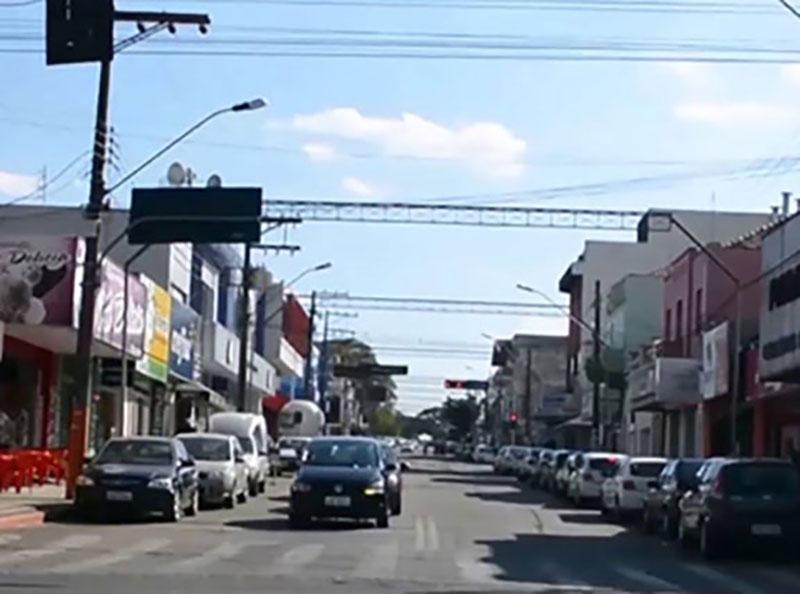 Comércio de Paraguaçu atende até as 17h neste sábado, 14