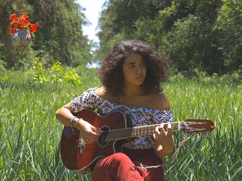 Paraguaçuense Giovana Ribeiro lança videoclipe de música autoral