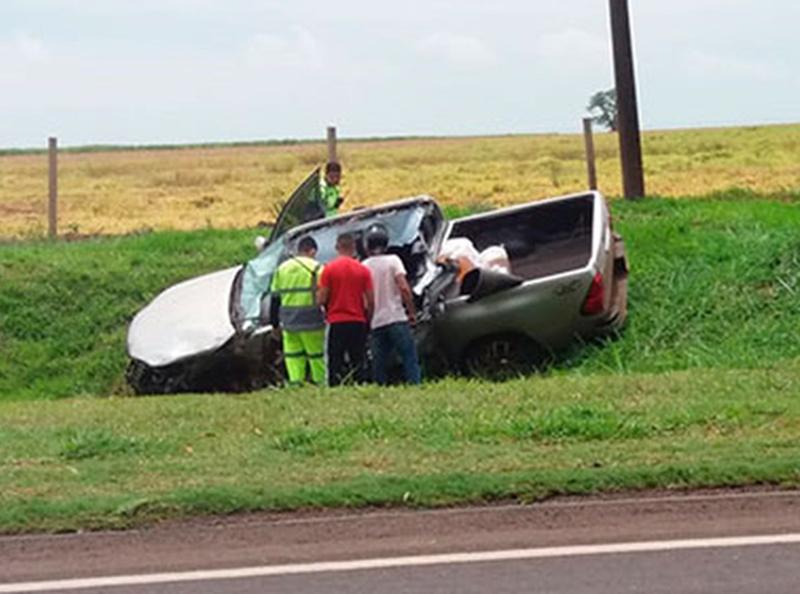 Batida entre caminhão e caminhonete mata homem em rodovia de Maracaí