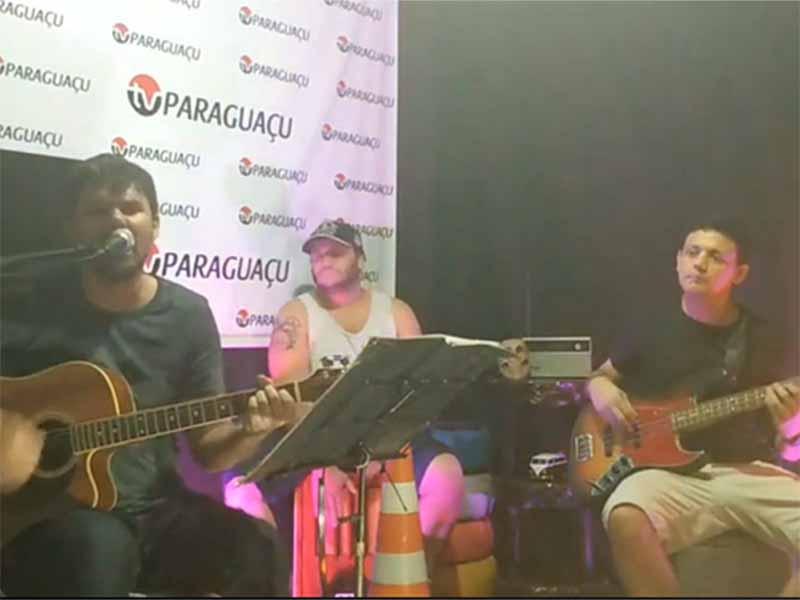 Hoje é dia de rock, bebê! Live Show com a banda Calango Selvagem