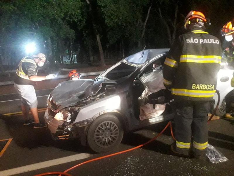 Motorista fica ferida após atropelar cavalo solto em rodovia de Tupã
