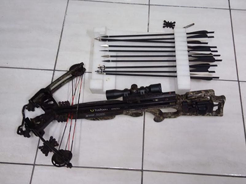 Homem é preso após ser flagrado com arma de uso restrito entre Paraguaçu e Lutécia