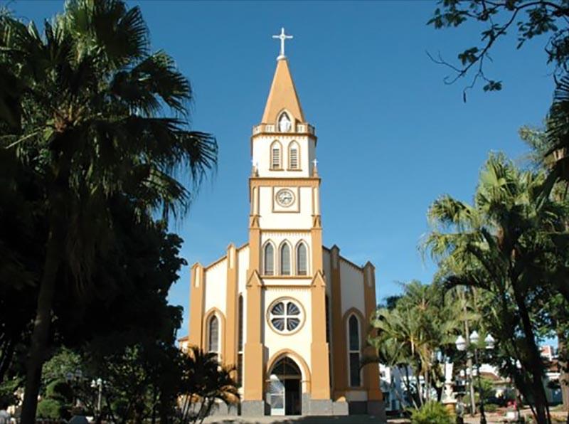 Sino da Igreja Matriz bate em homenagem às vítimas da Covid-19 em Paraguaçu