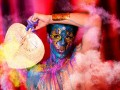 A MODA VAI DE BIKE - Murilo Grilo toma um banho de tinta para mostrar a beleza das cores