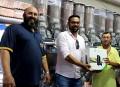 Associação Comercial entrega Xbox a sorteado na Promoção Sou Mais Paraguaçu